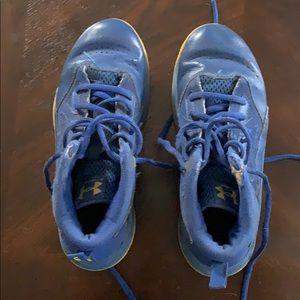 Boys underarmour shoes size 3